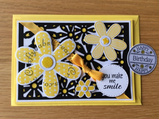 Daisy You make me smile/birthday card made using Sizzix SIZZIX Thinlits FLOWER CARD set, Daisies Framelits Stamp & Die-cut set, Crealies Nest-Lies Double Stitch Circles - craftybabscreativecrafts.co.uk
